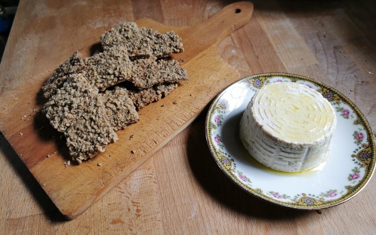 Ricotta romana vegan e crackers