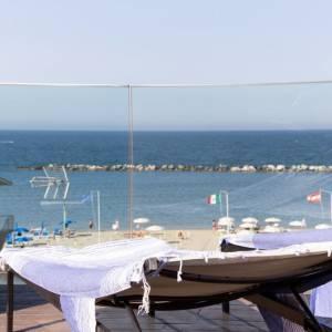 terrazza fronte mare hotel igea marina