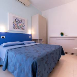 elegante camera tripla hotel luxor igea marina